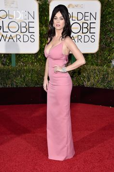 2016 Golden Globes Red Carpet - Katy Perry in a plunging pink gown by Prada and Harry Winston jewelry.