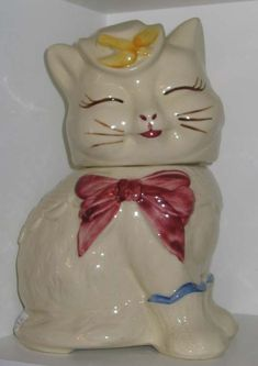 Puss 'n' Boots cookie jar, Shawnee Pottery Company, Zanesville, Ohio, USA. The Shawnee Pottery Company began operation in taking its name in part from a nearby village of Native Americans and the distinctive red clay from which they made pottery. Mccoy Pottery, Vintage Pottery, Pottery Art, Painted Pottery, Vintage Dishes, Vintage Items, Vintage Kitchen, Vintage Stuff, Cat Cookie Jar