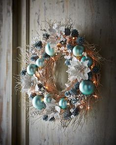 "H8CN9 Ice Blue & Silver Pre-Lit 28"" Christmas Wreath"