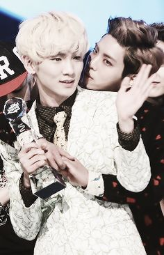 Jonghyun wants some of the attention XD #Jongkey #Shinee