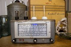 Radio lamp by RestoFab on Etsy 1950s Car, Retro Lamp, Unique Lighting, Handmade Gifts, Led, Etsy, Kid Craft Gifts, Craft Gifts, Diy Gifts