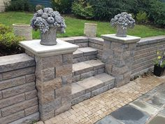 flowers on pillars paver patio Back Yards Patio Stairs Posts Walls & Court flowers on pillars paver Patio Steps, Retaining Wall Steps, Backyard Retaining Walls, Retaining Wall Design, Concrete Retaining Walls, Sloped Backyard, Sloped Garden, Backyard Patio, Backyard Landscaping