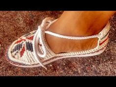 ALPARGATA TEJIDA EN WAYU - YouTube Crochet Mittens Pattern, Crochet Slipper Pattern, Crochet Slippers, Crochet Patterns Amigurumi, Crochet Stitches Patterns, Crochet Hat For Women, Crochet Baby Hats, Shoe Pattern, Tapestry Crochet