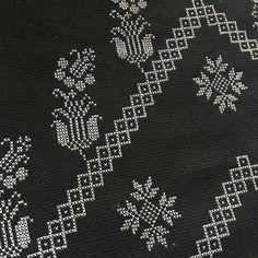 Kanaviçe Etamin Seccade Modelleri 32 Adet En Güzel Şablonlar Simple Cross Stitch, Beads, Rugs, Handmade, Cerberus, Home Decor, Bohemian, Activities, Iphone