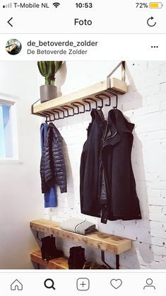 kapstok-timber Entryway Coat Hooks, Entryway Decor, Tool Storage Cabinets, Diy Coat Rack, Entrance Hall, Diy Clothing, Log Homes, New Room, Wood Design