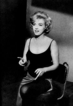 """""""Marilyn Monroe on the set of Let's Make Love. """" Old Hollywood Theme, Old Hollywood Stars, Marilyn Monroe Old, Lets Make Love, Becoming An Actress, Gentlemen Prefer Blondes, Norma Jeane, Beautiful Person, Beautiful Actresses"""