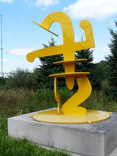 Julia by Keith Haring (Frederik Meijer Gardens Sculpture Park) Art Sculptures, Abstract Sculpture, Keith Haring Art, James Rosenquist, Casual Art, Claes Oldenburg, Jasper Johns, Roy Lichtenstein, Art Curriculum