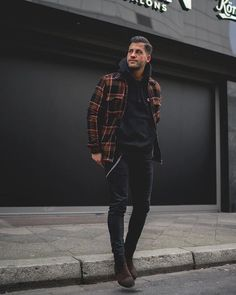 Mens Winter Fashion Tips Winter Outfits Men, Stylish Mens Outfits, Winter Clothes For Men, Mens Fashion Blog, Dope Fashion, Fashion Styles, Fashion Boots, Street Fashion, Man Style Fashion