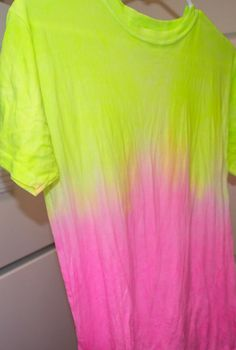 DIY Dip Dye  : DIY Dip-Dye Ombr T-Shirt DIY clothes DIY Refashion