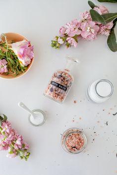 Simple floral styled shoot with bath salts Tarot Celta, Deodorant, How To Relax Your Mind, Eucalyptus Citronné, Floral Bath, Flat Lay Photography, Product Photography, Linen Spray, Bath Soak