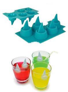 Cubitos de hielo de aletas de tiburón.