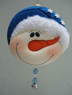Paint this face on a mason jar lid Christmas Makes, Very Merry Christmas, Christmas Holidays, Felt Christmas Ornaments, Christmas Bulbs, Christmas Decorations, Snowman Crafts, Felt Crafts, Christmas Projects