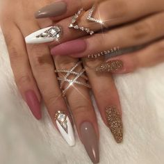 Beautiful nail art designs that are just too cute to resist. It's time to try out something new with your nail art. Sexy Nails, Glam Nails, Love Nails, Beauty Nails, Fun Nails, Beautiful Nail Designs, Cute Nail Designs, Acrylic Nail Designs, Acrylic Nails