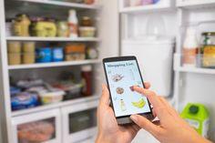 Cada vez es más habitual hacer la compra por Internet. Estas son las tiendas y productos que merece la pena comprar, en nuestra sección…