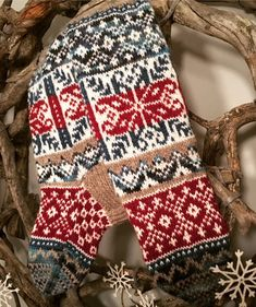 Knit Mittens, Knitting Socks, Mitten Gloves, Knit Socks, Cat Sweaters, Fair Isle Knitting, Hand Warmers, Christmas Sweaters, Needlework