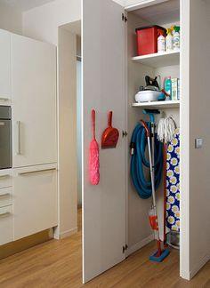 8 fantastiche immagini in Armadi dispensa cucina su Pinterest nel 2018  Casa futura, Dispensa e ...