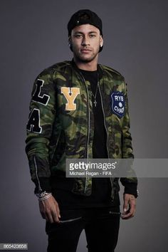 Neymar of Brazil poses during The Best FIFA Football Awards at The May Fair Hotel on October 23 2017 in London England Football Awards, Fifa Football, National Football Teams, Neymar Jr Wallpapers, Paris Saint Germain Fc, Football Pictures, Boys Like, Best Player, Lionel Messi