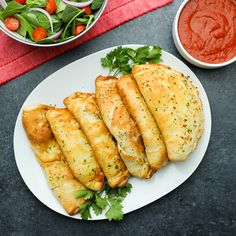 These Sausage and Pepper Calzones made with Prego Traditional Italian Sauce are perfect for parties or weeknight dinner. Dinner Recipes Easy Quick, Quick Easy Meals, Tasty Videos, Food Videos, Italian Recipes, New Recipes, Healthy Recipes, Sausage And Peppers, Stuffed Peppers
