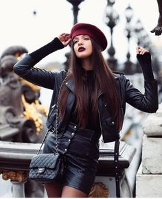 Faux Leather Biker Zip Up Jacket /Wonderful leather jacket and skirt with vine red beret , Buy her… Paris Outfits, Outfits With Hats, Chic Outfits, New Outfits, Fashion Outfits, Fashion Hats, Beret Street Style, Beret Outfit, Mode Instagram