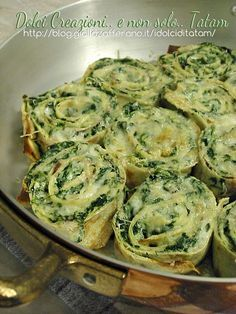 Roll crepes with ricotta and chard Good Food, Yummy Food, Italy Food, Cooking Recipes, Healthy Recipes, Antipasto, Polenta, Pasta Dishes, Italian Recipes