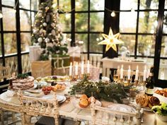 Elegant Christmas Dinner table set for a loved one that has passed away. Christmas Table Settings, Christmas Table Decorations, Holiday Tables, Decoration Table, Table Centerpieces, Holiday Parties, Large Candles, Elegant Christmas, Christmas Christmas