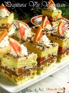 Prajitura Vis Venetian este o prajitura reconfortanta ca toate deserturile cu fructe. Romanian Food, International Recipes, Venetian, I Foods, Tiramisu, Cheesecake, Deserts, Food And Drink, Sweets