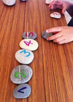 Ordenando piedras / Ordering stones / Steine sortieren