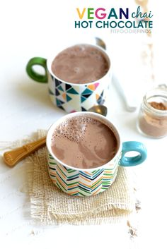 Vegan Chai Hot Chocolate that's ready to drink in 5 minutes! This delicious vegan hot chocolate is low calorie, creamy and full of chai flavor. Vegan Hot Chocolate, Hot Chocolate Recipes, Chocolate Smoothies, Chocolate Shakeology, Lindt Chocolate, Chocolate Mouse, Chocolate Crinkles, Chocolate Drizzle, Chocolate Avacado