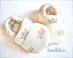 Chaussons bébé ecru thème prince
