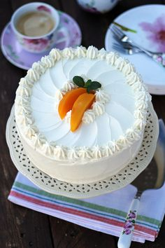 Tort śmietankowy z musem brzoskwiniowym… – brunetkawkuchni Pastry Recipes, Cake Recipes, Cooking Recipes, Chocolates, Mousse, Cake Decorating Designs, Vegan Sushi, Cake & Co, Vegan Smoothies