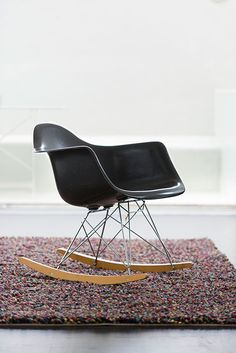 Eames Rar in a sleek black colour Ray Eames, Eames Chairs, Design Furniture, Rocking Chair, Armchair, Lifestyle, Decoration, Heart, Interior