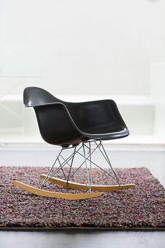 detail of the charles eames rar plastic rocking chair. Black Bedroom Furniture Sets. Home Design Ideas
