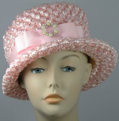 Pink Hat, Pillbox Hat , Straw Hat, with removable vintage Pearl Brooch Made in USA, Retro, 1960's