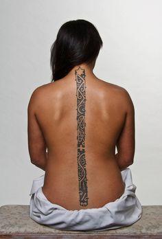 Moko tuara (spine tattoo) by Julie Paama-Pengelly.