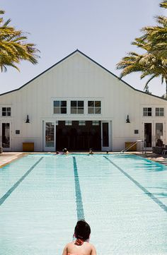 modern barn and pool, photo by @Bonnie Tsang