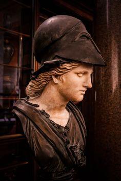 Minerva.  Romano, segundo dC siglo;  se encuentra en la colina del Esquilino en Roma.  Casco y el busto de Carlo Albacini, 1783;  de la colección de Charles Townley.  Ahora en el Museo Británico: