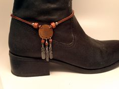 Boot bracelet with copper disk and beautifully detailed silver feathers. Brown leather strap and large silver lobster claw clasp. Boot Jewelry, Western Jewelry, Leather Jewelry, Jewelry Accessories, Jewelry Design, Leather Art, Brown Leather, Jewlery, Boot Bracelet