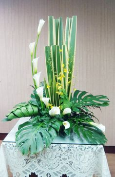 Tropical Flower Arrangements, Modern Floral Arrangements, Tropical Flowers, Altar Flowers, Arte Floral, Bouquets, Diy And Crafts, Projects, Plants
