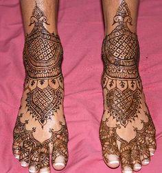 Google Image Result for http://thegirlsclick.com/wp-content/uploads/2012/02/Feet-indian-bridal-mehndi-designs1.jpg