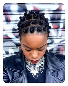 Bantu Knots Is The Perfect Protective Style & They Look So Cute! # Braids afro bantu knots Bantu Knots Is The Perfect Protective Style & They Look So Cute! Bantu Knots Short Hair, Bantu Knot Styles, Bantu Knot Hairstyles, Retro Hairstyles, Girl Hairstyles, Hairstyles With Bangs, Bantu Knot Out, Saree Hairstyles, Korean Hairstyles