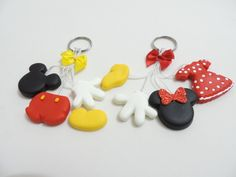 Polymer Clay Disney, Cute Polymer Clay, Polymer Clay Charms, Polymer Clay Earrings, Minnie Y Mickey Mouse, Clay Videos, Christmas Clay, Twin Birthday, Pasta Flexible
