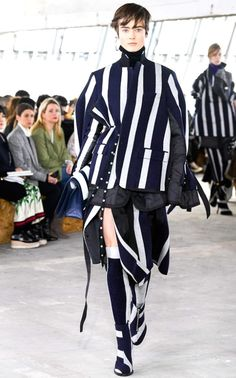 SACAI Fall Winter womenswear collection presented during the Paris Fashion Week. Discover the full ready to wear collection, directly from the catwalk just below.jp (c) sacai Dolly Fashion, Vogue Fashion, Runway Fashion, Paris Fashion, Fashion Week 2018, Autumn Fashion 2018, Fashion Show Collection, Couture Fashion, Editorial Fashion