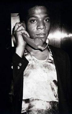 il peint en s'inspirant de ce qu'il voit dans la rue : enfants, voitures, graffitis, pauvreté, etc......WARHOL TV/Jean-Michel Basquiat, vers 1984 - Andy Warhol