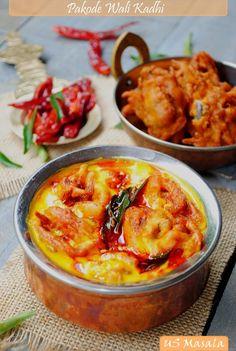 Indian Food: US Masala: Pyaz Ke Pakode Wali Kadhi/ Onion fritters in spicy yogurt curry sauce