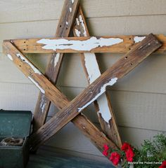 DIY- Make a nice rustic star with 5 picket fence boards or other scrap boards you have~ Holiday Crafts, Christmas Crafts, Christmas Decorations, Christmas Wood, Christmas Star, Scrap Wood Projects, Diy Projects To Try, Scrap Wood Crafts, Palette Deco
