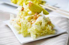 Der Chinakohl-Apfelsalat ist reich an Vitamin C und besonders in der kalten Jahreszeit gesund. Ein Rezept für die ganze Familie.