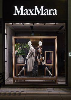 New design interior shop boutiques visual merchandising Ideas<br> Boutique Interior, Clothing Store Interior, Clothing Store Design, Boutique Decor, Boutique Design, Fashion Window Display, Window Display Design, Store Window Displays, Retail Displays