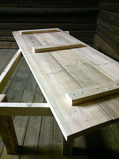 Outdoor Wood Table, Wooden Dining Tables, Rustic Table, Pallet Garden Furniture, Furniture Projects, Diy Furniture, Wooden Pallet Projects, Easy Wood Projects, Diy Patio