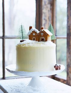 Gingerbread layer cake with maple icing | From Mima Sinclair this showstopper is a great addition to any christmas menu. Merveilleux Dessert, Winter Torte, Christmas Cake Topper, Christmas Tree Cake, Christmas Cake Decorations, Holiday Cakes, Christmas Cooking, Christmas Desserts, Noel Christmas