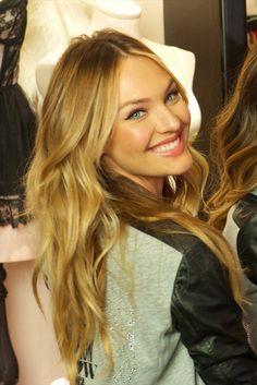 Candice my luv 💕💋 Victoria Secret Hair, Victoria Secret Angels, Beach Blonde, Candice Swanepoel Makeup, Candice Swanepoel Style, Beautiful Smile, Sensual, Hair Color, Hair Colors
